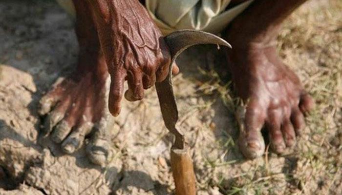 মোদি সরকার দাবি না মানায় কৃষকদের আত্মহত্যা